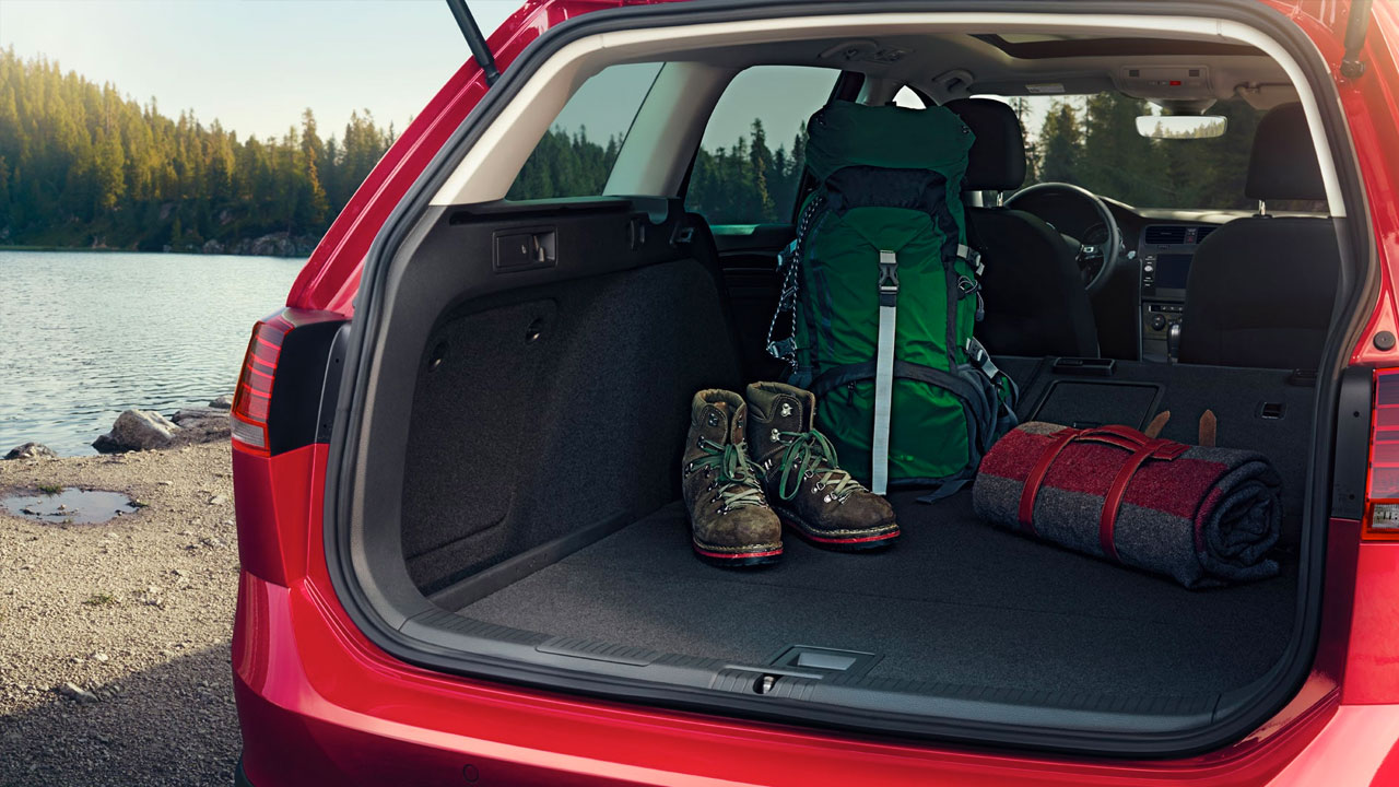 2019 VW Golf Alltrack  enlarged trunk Space with split-folding rear seats