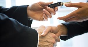 handshake-while-handing-keys