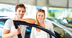 happy-customers-with-new-car